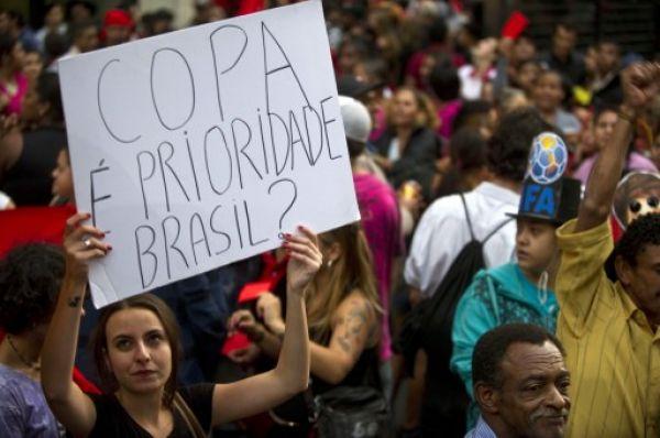 Brasil vive un día de multitudinarias protestas contra el Mundial 2014