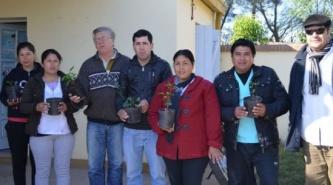 Entregaron árboles frutales y de sombra en la comunidad del Lote 20