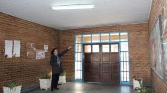 El Gobierno de Corrientes reparó rapidamente el cielorraso caido de la escuela