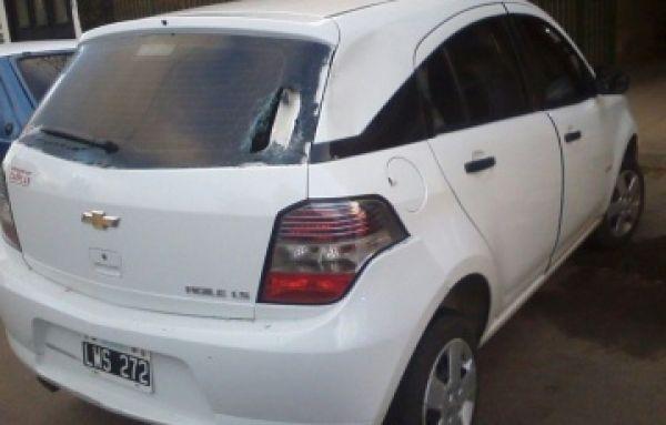 Corrientes: motociclista despistado chocó contra un auto que salía del garage