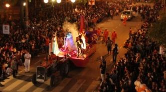 """Numeroso público acompañó el """"Desfile de Carrozas"""" en Resistencia"""