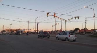 Finalmente repararon el semáforo de Ruta 11 y Av. Alvear