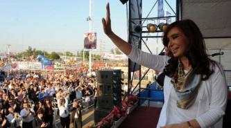 Por teléfono: En Chaco Cristina reapareció en un acto encabezado por Capitanich