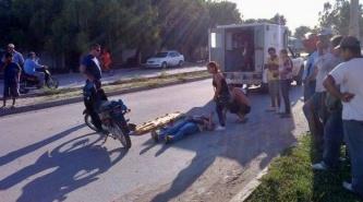 Villa Ángela: Borracho, borrachito, se le cruzó por delante a una motociclista y casi la mata