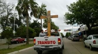 Llegó a Sáenz Peña la Cruz bendecida por el Papa Francisco que recorre el País