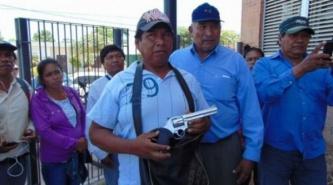 Valiente: Le sacó el revólver a su atacante y se lo entregó a la Justicia