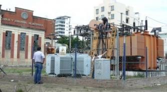 Corrientes: La mitad de la ciudad esta sin energía por explosión en una central de DPEC