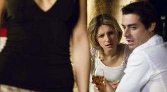 Explicaci�n cient�fica por qu� los hombres miran a otras mujeres