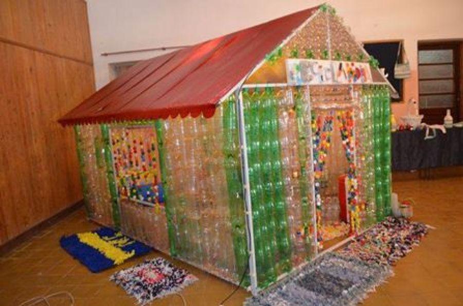 Villa ngela la uep n 23 nuestra se ora for Casas de plastico para ninos