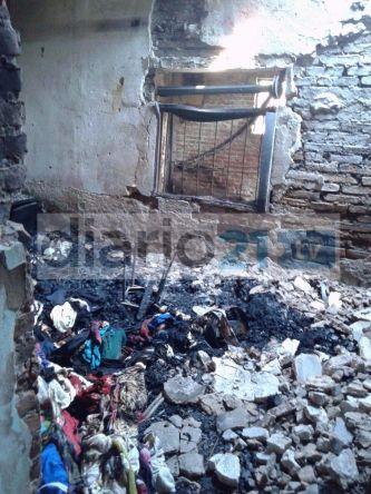 El drama del fuego: Un incendio consumió una vivienda y dejo a una familia en la calle