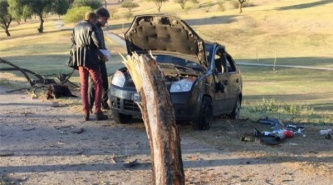 Llevó el auto para repararle las luces, pero se lo chocó y tumbó