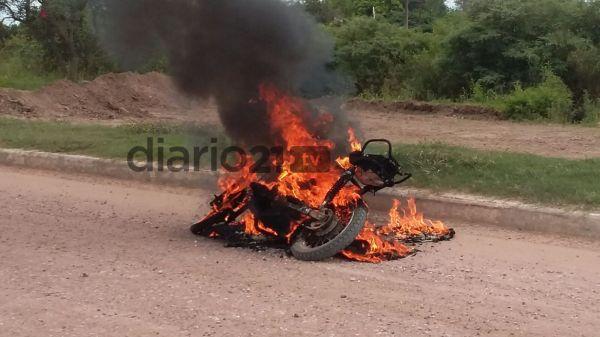 Sáenz Peña: madre e hija iban en moto cuando el rodado comenzó a arder