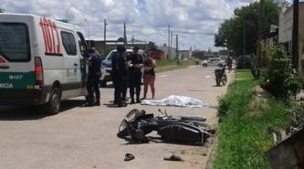 Corrientes: Motociclista despistó, chocó a un árbol y perdió la vida en el acto