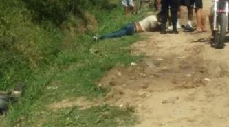 Corrientes: Pasado de copas, un remisero volcó con su auto y debió ser rescatado