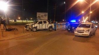 """Terrible accidente entre una camioneta, dos autos y una moto en el """"cruce de la muerte"""""""