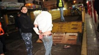 Resistencia: Muy borracho, quiso sacar su moto del carretón municipal