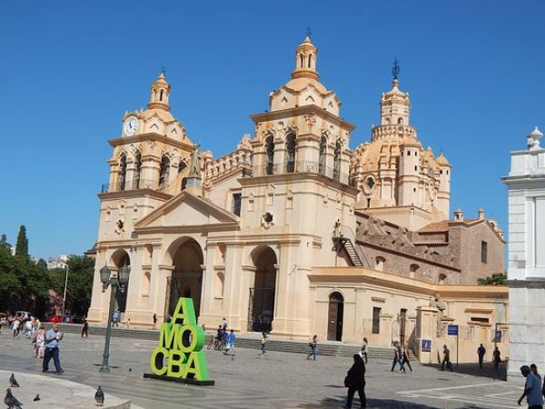 Córdoba es la primera en anunciar que no se adherirá a las últimas restricciones anunciadas por el Presidente