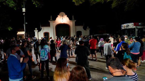 Buenos Aires: Manifestaciones en la Quinta de Olivos tras las restricciones anunciadas por Fernández