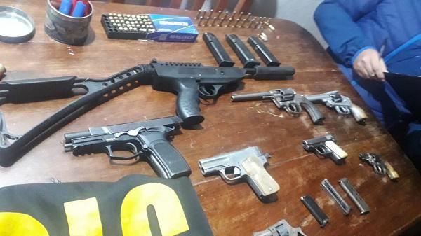 Resistencia | Le allanaron la casa por un robo en pleno Centro y tenía un arsenal de armas